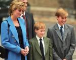 Diana com os filhos Harry  e William: para sempre será lembrada