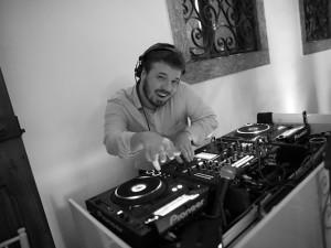 DJ Guga Weigert entrega playlist para embalar festas de casamento