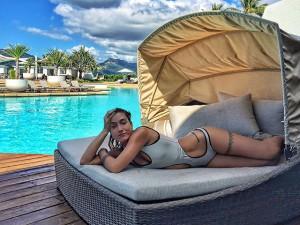 Gabriela Pugliesi curte o feriado em resort na Austrália