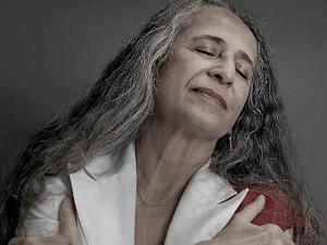 Maria Bethânia vai comemorar 70 anos com almoço no Rio