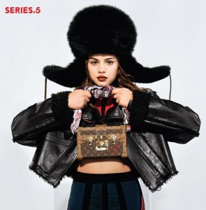 Selena Gomez dá o pulo da gata com nova campanha da Louis Vuitton