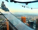 Skyslide em Los Angeles. Vai encarar? Créditos: Getty Images