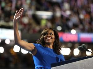 Michelle Obama dá seu apoio a Hillary Clinton e acerta de novo no look