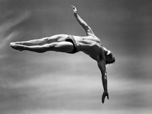 Fotógrafo capta o momento certo de atletas nas Olimpíadas com câmera dos anos 40
