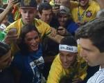 Bruna e Neymar Jr.: clima de romance após a vitória do Brasil contra a Alemanhã e o ouro olímpico