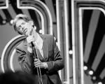 Nos bastidores, no palco e no privado, livro traz cliques inéditos de David Bowie por