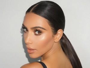 Kim Kardashian revela os 5 produtos que usa para cuidar da pele dia e noite