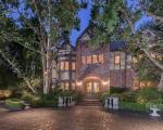 A mansão ficou conhecida por receber festas de Harry Warner em Los Angeles