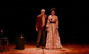 Caetano Veloso e sua homenagem invertida para Michel Temer em show