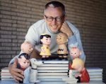 LOS ANGELES - JANUARY 1: Charles M. Schulz with a few of his Peanuts characters, including (on top of books) Lucy van Pelt and Charlie Brown, and below, from left, Linus (with blanket), Snoopy and Schroeder (at piano). Image dated January 1, 1962. (Photo by CBS via Getty Images)