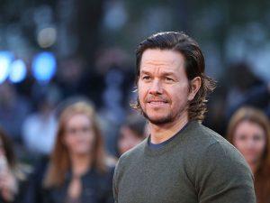 Pai herói! Mark Wahlberg acorda na madruga pra malhar e cuidar dos filhos