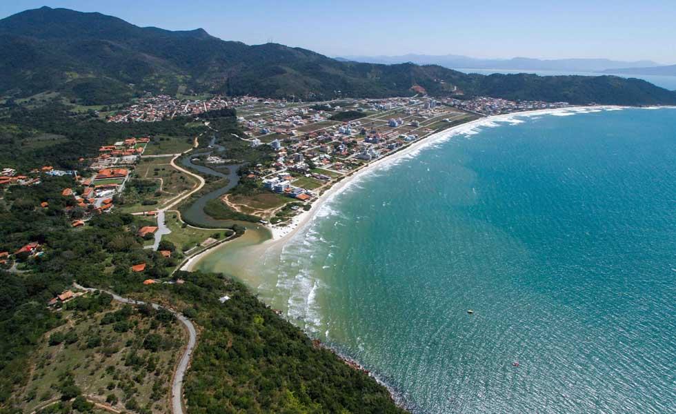 Praia de Palmas, de Governador Celso Ramos, em Santa Catarina