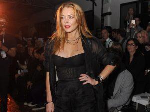 Evitar lugares e pessoas não é com ela: Lindsay Lohan abre boate em Atenas