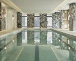 Detalhe da piscina do novo Four Seasons Hotel New York Downtown