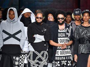 Com Seu Jorge no casting, marca de Emicida leva atitude à semana de moda de SP