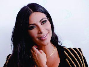 Depois de assalto, Kim Kardashian deve ir a baile beneficente em NY