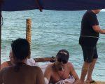 Leonardo Di caprio entre um grupo de amigos tomando sol em Trancoso