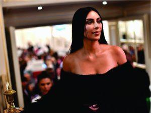 Prefeita de Paris sofre pressão para solucionar assalto a Kim Kardashian