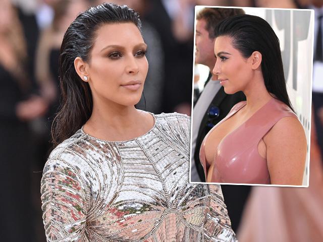 Kim Kardashian em dois momentos glamurosos e com o penteado molhado