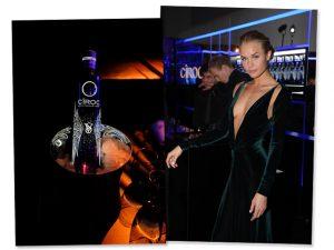 A modelo Brooke Perry celebra o pós desfile com a garrafa by CÎROC