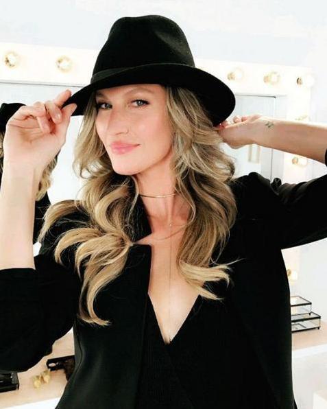 Clique de Gisele Bündchen nos bastidores de nova campanha de beleza