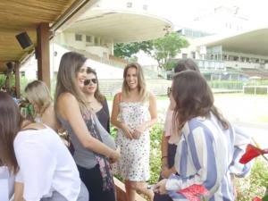 Chegou a hora de conferir o vídeo do Amigo Secreto do Glamurama no Iulia