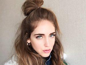 Aqui, o passo a passo do half bun, penteado da blogueira Chiara Ferragni