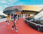 Clique do desfile Cruise 2017 da Louis Vuitton no RJ!