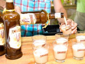 Aprenda a preparar o drink com Amarula para espantar o calor do verão