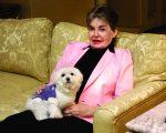Leona e sua cachorrinha Trouble