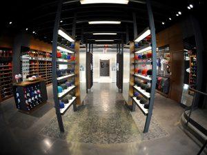 Além dos produtos especiais por lá é possível encontrar os tênis, acessórios exclusivos e itens de vestuário Créditos: