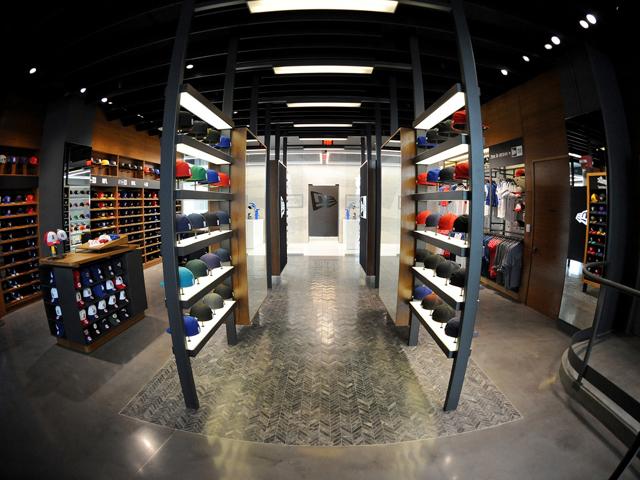 Nova loja da New Era em LA tem serviço de personalização de bonés