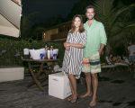 Carol Celico e Eduardo Scarpa receberam tarde de drinks em sua casa em Trancoso