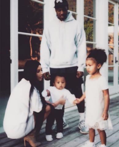 Kim Kardashian e sua família: primeiro post em quase três meses...