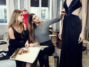 Bianca Brandolini e Eugénie Niarchos juntas em projeto para a Azzaro