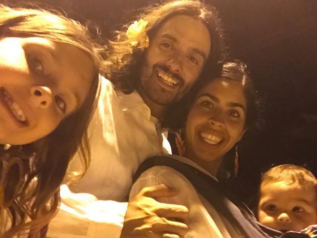 Flora Gil e JP com os filhos