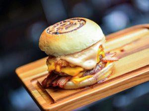 Hamburgueria Stunt Burger, um hit no Morumbi, chega ao Shopping Iguatemi