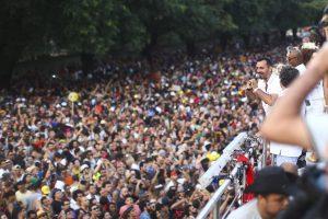 Acadêmicos do Baixo Augusta desce a Consolação com multidão em São Paulo. Aos cliques!