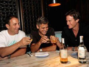 George Clooney celebra paternidade com marido de Cindy Crawford
