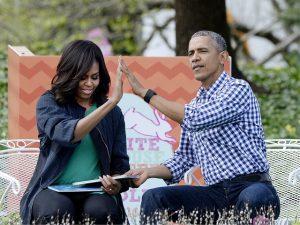 Tchau férias! Michelle e Barack Obama já estão de volta ao batente em Washington D.C