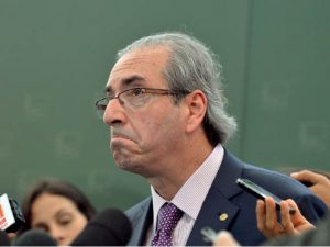PODER entrega: Eduardo Cunha mantém a rotina mesmo na prisão