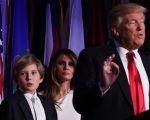 Barron com os pais, Melania e Donald Trump