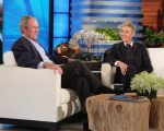 Bush no sofá de Elle DeGeneres