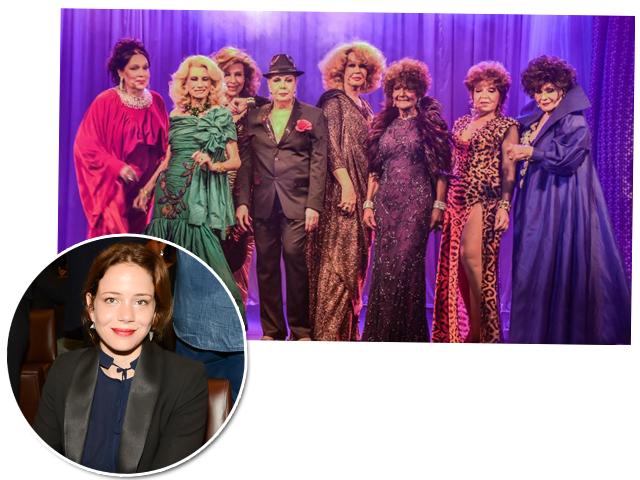 """Cena de """"Divinas Divas"""" e a diretora Leandra Leal"""