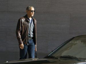 Obama saca do armário jaqueta de marca americana e peça some das lojas