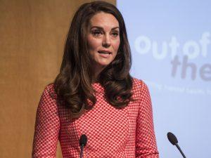 """""""É ok não achar fácil"""", diz Kate Middleton sobre maternidade"""