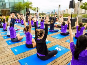 Novidades fitness: yoga nas alturas a aula de corrida indoor