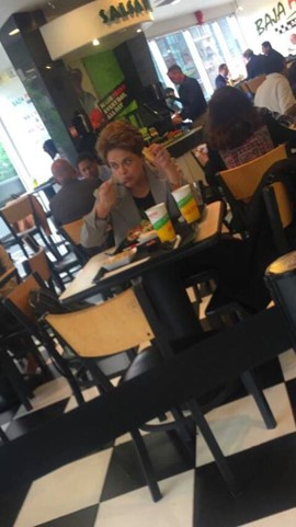 Dilma Rousseff em restaurante simples de Washington