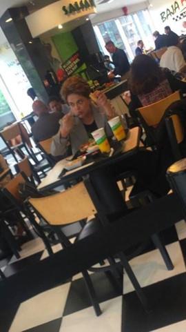 Dilma Rousseff em restaurante simples de Washington || Créditos: Glamurama