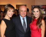 Salim Mattar entre sua mulher Rafaela e sua filha Tatiana Mattar